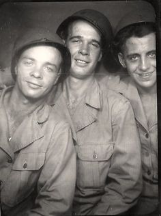 What a fun soldier portrait (photo booth)