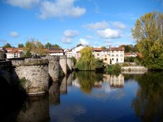 Le pont Saint-Martial - Limoges (FR). The Saint-Martial in Limoges, was constructed in 1215 on the foundations of a Gallo-Roman bridge.   This bridge was originally built by the Romans to cross the Vienna dry and facilitated exchanges and on the road linking Avaricum (Bourges) and southern Gaul. In 1182, Henry II, King of England, Duke of Aquitaine and therefore overlord of Limoges, was destroying the Gallo-Roman bridge to punish the city of his infidelity.