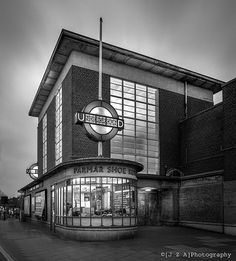 Holden's Rayners Lane station shows a very english interpretation of Deco, and a very human understanding of scale. London Underground Tube, London Underground Stations, London England, Richard Rogers, Streamline Moderne, Art Deco Movement, Art Deco Buildings, London Transport, Art Deco Home