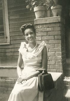 +~+~ Vintage Photograph ~+~+  Beautiful young African American Woman.