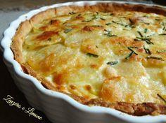 -----------crostata di patate ------------- ---->Per la frolla salata: 250 g di farina di kamut 110 g di burro 1 uovo intero 2 cucchiai di acqua fredda 20 g di grana padano o parmigiano grattugiato 4 g di sale (io rosa dell'Himalaya) --->Per il ripieno: 450 g di patate (pesate pulite) una decina di steli di erba cipollina 1 uovo 3 cucchiai di latte Grana Padano o Parmigiano grattugiato qb sale (io rosa dell'Himalaya) burro