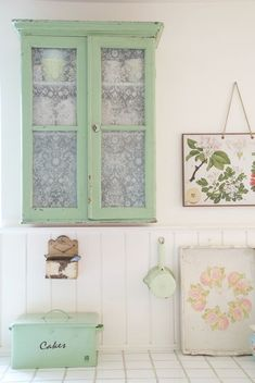 Shabby Chic Kitchen Green Cabinets Ideas For 2019 Shabby Chic Kitchen, Shabby Chic Decor, Green Cabinets, Cupboards, Glass Cabinets, Kitchen Cabinets, Wall Cabinets, Antique Cabinets, Kitchen Canisters