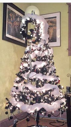 Cool 33 Adorable Black Winter Trees Ideas That You Can Apply For Halloween Halloween Christmas Tree, Nightmare Before Christmas Ornaments, Dark Christmas, Christmas Tree Themes, Holiday Tree, Disney Christmas, Christmas Tree Decorations, Halloween Decorations, Christmas Crafts