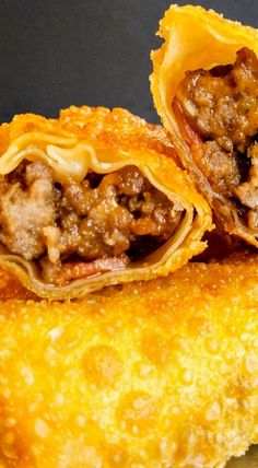 Want a new take on egg rolls? Try these Bacon Cheeseburger Egg Rolls and have a new flavor inspiration! Egg Roll Recipes, Beef Recipes, Great Recipes, Cooking Recipes, Favorite Recipes, Recipies, Tapas, Food Network, Appetizer Recipes