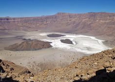 Trou au Natron crater inside the Tousside volcano. New Scientist, Lava, Grand Canyon, Volcanoes, Explore, Sun Moon, World, Beach, Water