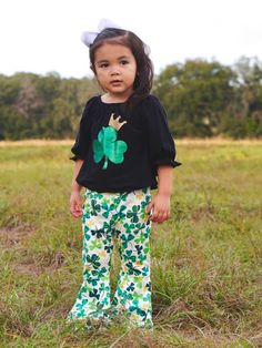 Add a little sass to her Irish festivities in our Shamrock Queen Glitter Bell Bottom Set. The set includes an adorable black flare sleeve glitter shamrock top paired with a fun shamrock print bell bottom! We just love how fun this outfit is and how perfect it would be for St. Patrick's Day! I mean, little girls in bell bottoms. Can it get any cuter? We got lucky with this one! INCLUDES: Top and stretch cotton bottoms FIT: This item is true to size FABRIC & CARE: Cotton/poly blend Machine was Tutu Size Chart, Baby Size Chart, Size Chart For Kids, St Patrick's Day Outfit, Outfit Of The Day, Girls Boutique, Boutique Clothing, Baby Ruffle Romper, Kids Tutu