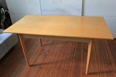 Wir verkaufen einen kleinen, praktischen Esstisch in Buchenfurnier: 80x120 groß und 75cm hoch. Er hat eine versenkbare Zusatzplatte und ist dann 80x155. Der Tisch ist sehr stabil und in wenigen Handgriffen vergrößert (sehr praktisch, denn es steht keine Zusatzplatte irgendwo rum). Er kann sowohl als Esstisch als auch Schreibtisch genutzt werden. Kleinere Gebrauchsspuren sind vorhanden, aber der Tisch ist insgesamt in einem guten Zustand.Bitte nur Selbstabholer. Stabil, Dining Table, Furniture, Home Decor, Kitchen Dining Rooms, Moving Out, Table Desk, You're Welcome, Decoration Home