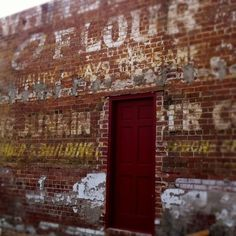 White Flour something-something Junkin (?)... I don't know what this says, but it's a cool ghostsign.