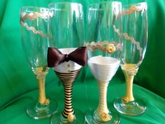 Pahare miri si nasi alb-maro- auriu executate la comanda - White, brown and golden handmade wedding flutes