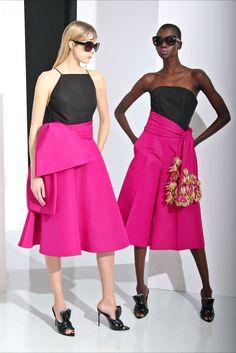 Guarda la sfilata di moda Christian Siriano a New York e scopri la collezione di abiti e accessori per la stagione Pre-Collezioni Autunno-Inverno 2016-17.