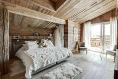 〚 Cozy modern chalet Amande in Megeve, France 〛 ◾ Photos ◾Ideas◾ Design Cozy modern chalet Amande in Megeve, France Master Bedroom Design, Dream Bedroom, Chalet Modern, Back Porch Designs, Cabana, Wooden Cottage, Rental Decorating, Timber Frame Homes, Cabin Homes
