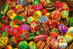 Pisanki, the traditional Polish Easter Eggs! Polish Easter Traditions, Budget Flowers, Polish Recipes, Polish Food, Pottery Store, Easter Egg Designs, Easter Crafts, Easter Decor, Egg Art