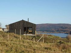 This 75 square meter two-bedroom house is an another small house on the Isle of Skye done by Rural Design.