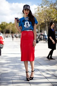 STREET STYLE SPRING 2013: PARIS FASHION WEEK - A sophisticated take on the cartoon tee.