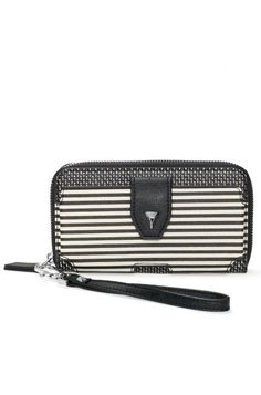 This wristlet is the ideal coin wallet to travel with. Add it to your Black/Crème Breton Stripe Madison Tech bag.