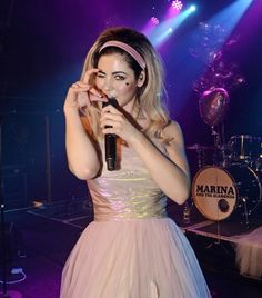 Marina and The Diamonds Take a picture I'm with the boys.