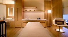 Love the freh clean lines. Love the cupboards match the floor Spa Treatment Room, Spa Treatments, Spa Interior, Office Interior Design, Esthetics Room, Beauty Salon Decor, Massage Room, Spa Massage, Spa Design
