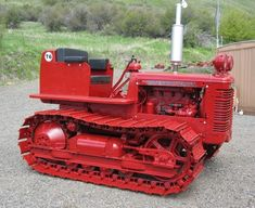 Antique Tractors, Vintage Tractors, Old Tractors, International Tractors, International Harvester, Caterpillar Bulldozer, Crawler Tractor, Heavy Equipment, Old Trucks