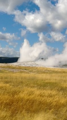Old Faithful Yellowstone National Park Yellowstone National Park, National Parks, Great Places, Places Ive Been, Old Faithful Yellowstone, Travel Around The World, Around The Worlds, Wyoming, 3 Weeks