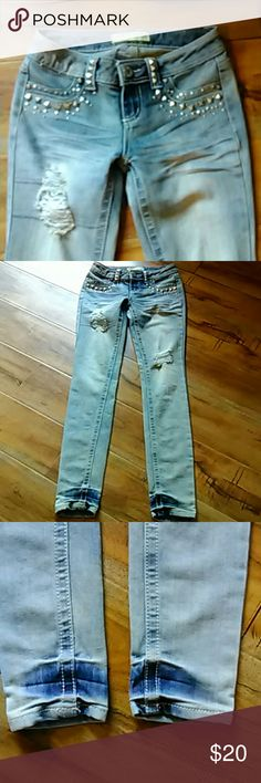 Almost Famous jeans size 1 Beautiful light wash jeans with silver studs embellishing the front of the genie. In good condition. The inseam is 31 inches the rise is 7 inches Almost Famous Jeans Skinny