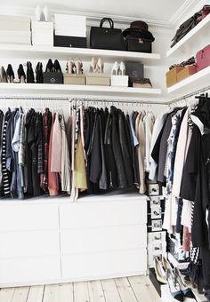 Emily salomons walk in-closet walking closet, ονειρεμένες ντουλάπες, διακόσ Deco Pastel, Pastel Decor, Closet Vanity, Wardrobe Closet, Diy Walk In Closet, Open Wardrobe, Ikea Closet, Capsule Wardrobe, Walk In Closet Inspiration