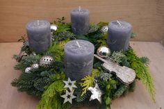 My wreaths will be shipped from the of November and freshly delivered two days before . Christmas Advent Wreath, Winter Christmas, Christmas Crafts, Christmas Table Centerpieces, Christmas Gift Decorations, Cake Decorating Techniques, Pillar Candles, Diy And Crafts, November