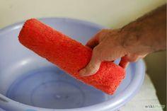 Nettoyage du rouleau avant de peinturer