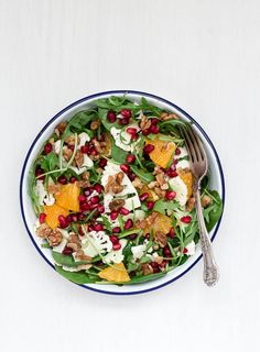 Introducing you to my orange and shaved cauliflower salad with an orange tahini dressing. I love love love the soft crunchiness of the cauliflower along with the walnuts. And if like me you have pomegranate seeds as a pantry staple, you would add them to everything including this salad right?