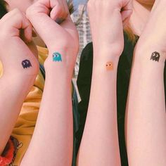 42 Coolest Matching BFF Tattoos That Prove Your Friendship Is Forever Sexy Tattoos, Mini Tattoos, Body Art Tattoos, Cool Tattoos, Tatoos, Pretty Tattoos, Awesome Tattoos, Tattoo Girls, Tiny Tattoos For Girls