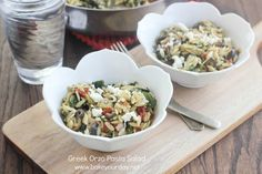 A simple orzo pasta salad with Greek flavors - tomatoes, olives, feta cheese, banana peppers, spinach and herbs. Perfect for a simple lunch or side dish. Entree Recipes, Side Dish Recipes, Pasta Recipes, Side Dishes, Greek Salad Pasta, Soup And Salad, Corn Tomato Salad, Whole Wheat Noodles, Healthy Salad Recipes