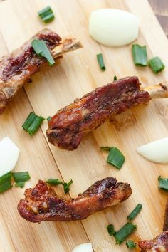 These Dry Garlic Ribs are what you typically find in a Canadian Chinese Food Restaurant. Pork Rib Recipes, Meat Recipes, Asian Recipes, Cooking Recipes, Smoker Recipes, Recipies, Cooking Tips, Cooking Steak, Cooking Turkey