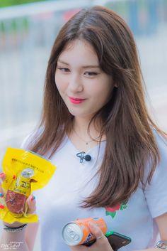 Twitter Kpop Girl Groups, Korean Girl Groups, Kpop Girls, Jeon Somi, Korean Name, Successful Women, Snsd, South Korean Girls, Asian Girl
