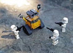 25 Amusing Lego Photos - Droids Star Wars - Ideas of Droids Star Wars - storm-trooper-lego-starwars-holdup-wall-e-funny-lego-photos Lego Disney, Disney Aladdin, Wall E, Pokemon Lego, Lego Humor, Lego Jokes, Lego Technic, Lego Duplo, Lego Stormtrooper