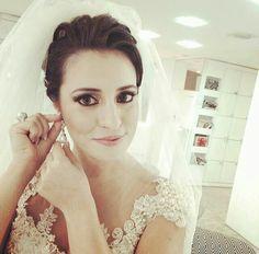 Juliana, nossa noivinha linda deslumbrante com brincos de perola #maisqueespecial #maravilhosa #noivasmb #noivas #bride #mairabumachar