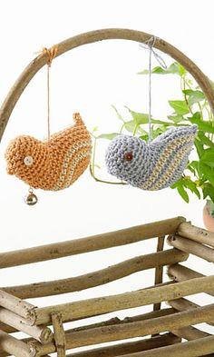 Birdies  crochet pattern download (pdf file) here: http://gosyo.co.jp/english/pattern/eHTML/ePDF/1005/w2/26-405-ami_Bird_Accessory.pdf