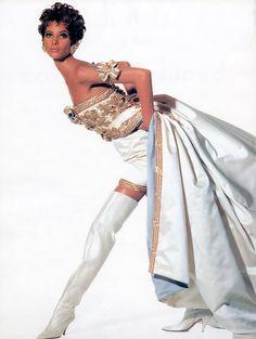 Rock'n Royalty by Irving Penn Vogue US October 1990 Rock'n Royalty Photographer: Irving Penn Stylist: Carlyne Cerf de Dudzeele Make-up: Laura Mercier Hair: Oribe Model: Christy Turlington & Linda Evangelista