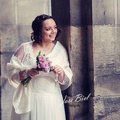 Casti con una sonrisa repleta de dulzura, lució un diseño @lavetis.es 100% romántico el día de su boda. 👗💒 ¿Qué opináis? 💞  Foto 📷: @josebielfoto  #lavetis #lavetisnovias #vestidosdenovia #weddingdresses #atelier #barcelona #altacostura #hautecouture #noviasdiferentes #nuevacoleccion #newcollection #madeinspain #bridalshop #bodas2016 #romanticlove #style