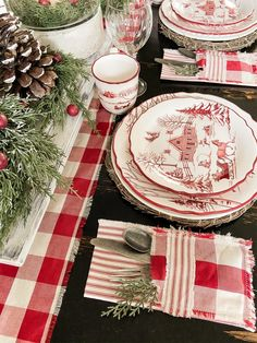 Christmas Table Centerpieces, Country Christmas Decorations, Christmas Table Settings, Christmas Tablescapes, Country Christmas Crafts, Christmas Vignette, Holiday Decor, Christmas In July, All Things Christmas