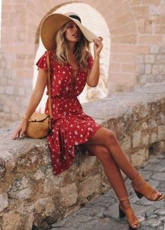 16 Sizzling Hot Red Outfits To Slay In. Tash Oakley wearing printed red wrap dress and basket bag. Summer outfit ideen for teens frauen shorts outfits Casual Chic Outfits, Cute Outfits, Red Outfits, Red Dress Outfit Casual, Casual Shorts, Girls Summer Outfits, Summer Girls, Summer Hair, Outfit Summer