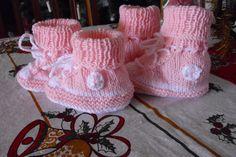 gestrickte Miniturnschuhe in rosa