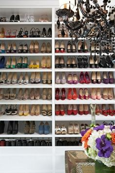 begehbarer kleiderschrank Offene Kleiderschranksysteme regale idee