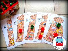 Zakspel: welk speelgoed begint met de juiste klank? ( Oudste kleuters - Jolien in de klas) GRATIS in facebookgroepje ' Jolien in de klas' Advent Calendar, Letters, Holiday Decor, School, Baby, Photos, Preschool, Daycare Ideas, Group