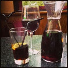 Drinkies Red Wine, Alcoholic Drinks, Glass, Photography, Food, Photograph, Drinkware, Corning Glass, Fotografie