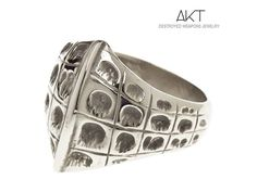 BAGUE CROCO (croco ring). Destroyed weapons jewelry. Unisexe ring, stainless steel from destroyed weapons metal. Available from November 29th at aktjewels webstore.