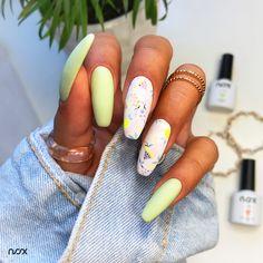 Dzisiaj mamy dla Was mani z owocami! W roli głównej Matte Top Coat, Lemoniada, Miś Polarny, oraz kilka innych kolorków tworzących wystrzałową całość! Jak Wam się podoba takie połączenie? 🍌 #nails #nail #nailsart #nailart #nailsartist #nailartist #mattenails #colorfulnails #fruitnails #nails2inspire #nailsinspirations #nailsdesign #mani #manicure #manicurehybrydowy #paznokcie #paznokciehybrydowe #paznokcieżelowe #matowepaznokcie #kolorowepaznokcie #paznokciezowocami #hybrydy #hybryda… Manicure, Nails, Nail Art, Beauty, Nail Bar, Beleza, Ongles, Nail Manicure, Finger Nails