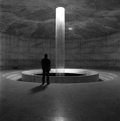 Marina Tabassum-     Bait Ur Rouf Mosque    建筑之光可以洗涤心灵。   当人在震撼的光束面前,  也会感到渺小而安静下来……