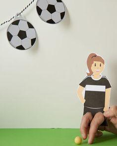Fußballparty Dekoration ist nicht nur für den Fußball Kindergeburtstag praktisch, sondern könnt ihr auch für die anstehende Europameisterschaft nutzen. Ein Fußballgeburtstag ist für keine Kickerfans ein echtes Highlight. Den Download findest du im Shop www.limmaland.com // soccer party Finger Kicker