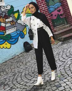Fashion Hijab Sweety on Today Hijab Fashion Summer, Modern Hijab Fashion, Street Hijab Fashion, Hijab Fashion Inspiration, Muslim Fashion, Fashion Outfits, Hijab Style, Casual Hijab Outfit, Hijab Chic