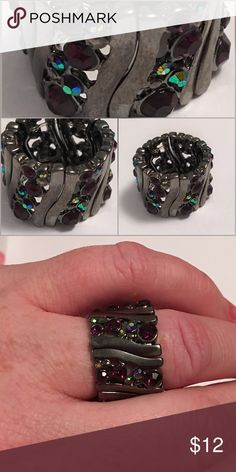 Crystal stretch ring Suck a cool ring! Will fit almost any size finger! I'm a 9 and it fit great Jewelry Rings