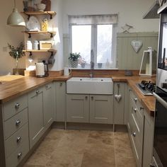 Over the years, many people have found a traditional country kitchen design is just what they desire so they feel more at home in their kitchen. Shabby Chic Kitchen, Farmhouse Kitchen Decor, Home Decor Kitchen, New Kitchen, Kitchen Ideas, Kitchen Designs, Cape Cod Kitchen, Kitchen Trends, Sage Green Kitchen